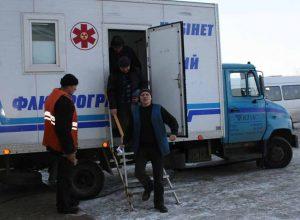 Сельчан обследует флюорограф «на колесах»