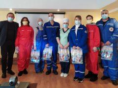 Волонтеры поблагодарили медиков
