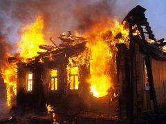 Пожар уничтожил домашний скот и транспорт