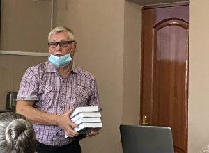 Владимир Добышев презентовал книгу о земляке
