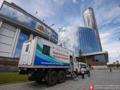 Евгений Куйвашев поручил Минздраву отправлять в этом году медицинские автопоезда в уральские сёла ещё чаще