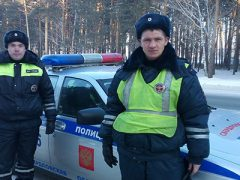 Полицейские Талицы дважды пришли на помощь дальнобойщикам