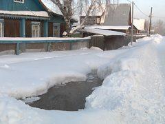 Утечка воды в Восточном микрорайоне.
