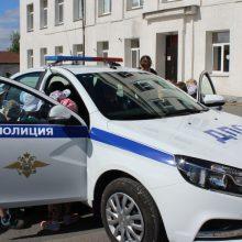 Будущие первоклассники «пятой» школы изучили патрульный автомобиль