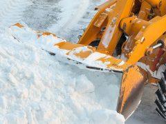 На дорогах области работают 256 снегоуборочных машин