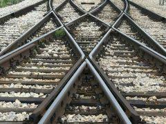 В Свердловской области грузовой поезд сбил 26-летнего парня