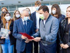 Евгений Куйвашев передал двум главам области красные папки с обращениями
