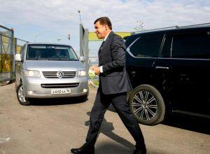 По примеру губернатора: главы муниципалитетов передают машины в помощь больницам