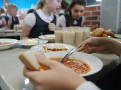 Работает «горячая линия» по питанию в школах