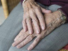 На помощь пожилым — волонтеры