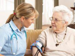 Коронавирус опасен в основном для пожилых людей с другими заболеваниями — фактология