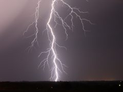 Два человека погибли от удара молнией на свердловском озере Балтым
