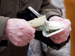Три месяца без пенсии из-за ошибки в трудовой книжке