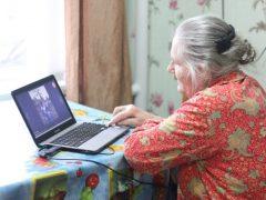 «Интернет для пожилых»: в Свердловской области создают социальную сеть для пенсионеров