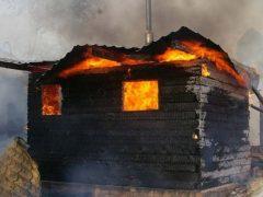 В ночь на 14 октября спасатели тушили 4 бани